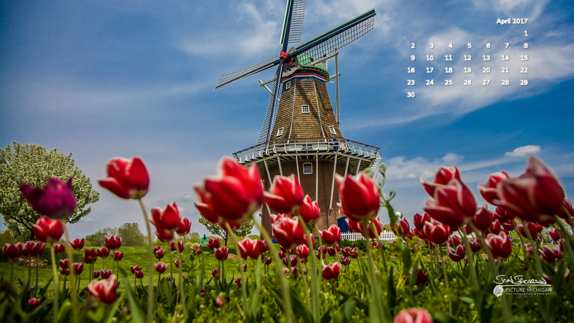 April 2017 Calendar Desktop Wallpaper